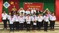 Báo Pháp luật Việt Nam trao tiền hỗ trợ học sinh có hoàn cảnh khó khăn
