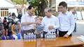 Thừa Thiên Huế: Hỗ trợ và động viên trường học phát miễn phí dung dịch sát khuẩn cho người dân