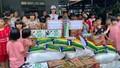 Trao hàng trăm suất quà cho trẻ em nghèo trên địa bàn tỉnh Thừa Thiên Huế