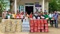 Tập đoàn Tân Hiệp Phát trao hơn 130 triệu đồng quà tặng tới người dân vùng lũ miền Trung