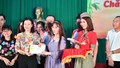 Vietjet cùng Quỹ học bổng Vừ A Dính thắp sáng tương lai con em đồng bào dân tộc thiểu số, biển đảo