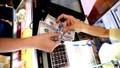 Cuối tuần, đồng đô la tại các ngân hàng thương mại tăng mạnh