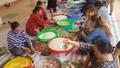 'Bánh chưng nghĩa tình' đất Phú Yên đến với bà con vùng lũ miền Trung