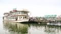 Hồ Tây: Các phương tiện thủy vẫn chống lệnh di dời của UBND phường?