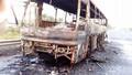 Cháy trơ khung một xe khách trên Đại lộ Thăng Long