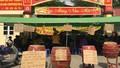 Tiểu thương ngồi giữa trưa phản đối việc đóng cửa chợ gốm Bát Tràng