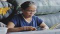 Người phụ nữ đau đáu cho nghề dệt lụa tơ sen