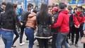 Huế: Nữ sinh trung học bị đánh hội đồng trước cổng trường