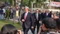 Ngoại trưởng Mỹ John Kerry dạo bộ trên đường TP HCM
