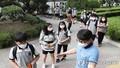 Học sinh trên toàn Hàn Quốc trở lại trường học bất chấp nguy cơ từ dịch bệnh