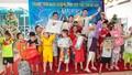 Quán quân Nguyễn Oanh đến với các em nhỏ thiệt thòi