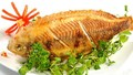 Bí quyết rán cá ngon không bị sát chảo