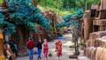 Kỳ thú khám phá 'bức tranh' đường hầm đất sét ở Đà Lạt