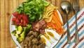 Đổi vị với salad trứng muối, thịt hun khói
