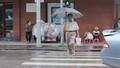Từ 1/1/2018 xử phạt người đi bộ sai quy định: Ai phạt mặc ai!