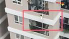 Thót tim bé gái 2 tuổi rơi từ tầng 12 chung cư thoát chết thần kỳ