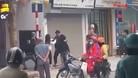 2 cô gái túm tóc đánh nhau giữa phố Hà Nội