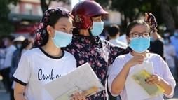 """Thi lớp 10 ở Hà Nội:  """"Nóng"""" từ phụ huynh?"""