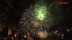 Khoảnh khắc người dân Hà Nội đón chào năm mới 2021