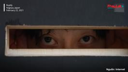 """Xem biểu diễn nghệ thuật qua lỗ nhìn """"trộm"""" giữa đại dịch COVID-19 ở Nhật Bản"""
