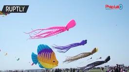 Chiêm ngưỡng những cánh diều kỳ lạ trong lễ hội diều lớn nhất thế giới