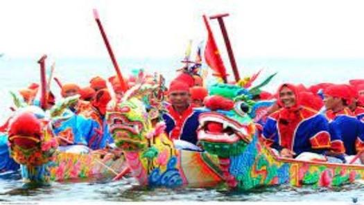 Tưng bừng Lễ hội đua thuyền ở huyện đảo Lý Sơn