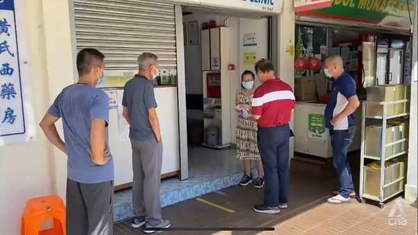 Nhiều người dân Singapore lựa chọn vắc-xin Sinopharm, Sinovac để tiêm tăng cường vì một lợi ích không ngờ