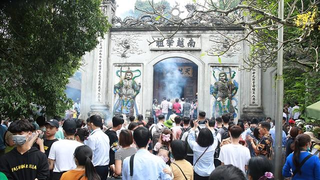 30.000 người hành hương về đền Hùng trước ngày Giỗ Tổ