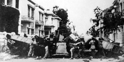 Lập chiến lũy trên đường phố Thủ đô