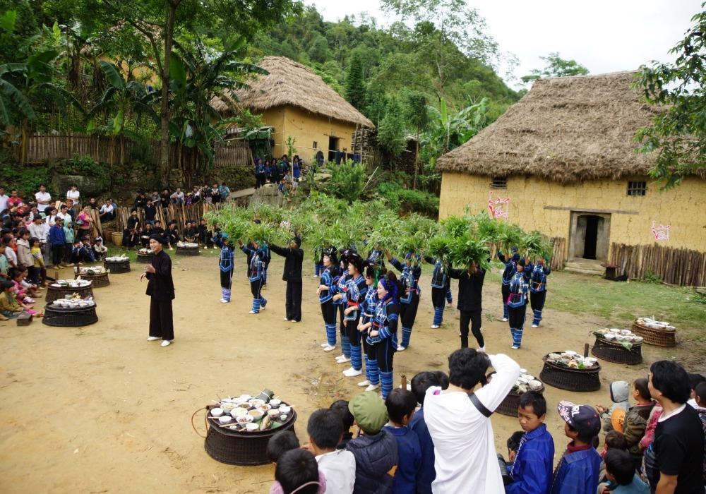 Tết cơm mới của người  Xa Phó ở Lào Cai.