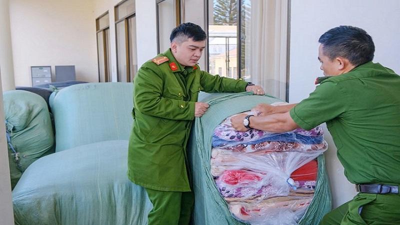 Phát hiện, tạm giữ gần 1 tấn hàng hóa không rõ nguồn gốc tại 'thành phố Hoa'