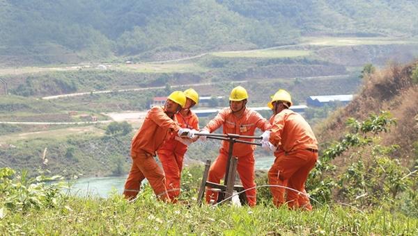 Sơn La phấn đấu cấp điện cho gần 6.000 hộ dân trong năm 2021