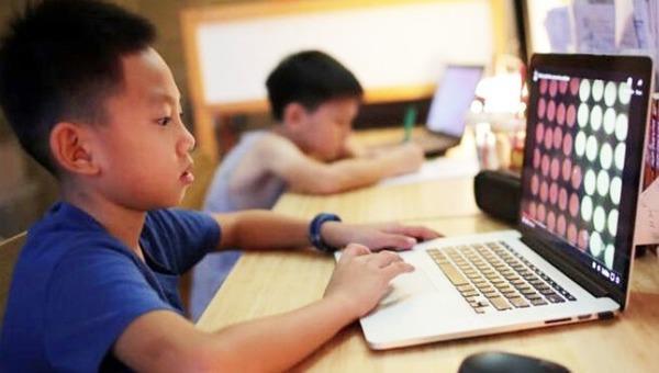 Vì sao Hà Nội không cho học sinh thi online xong mới nghỉ hè?
