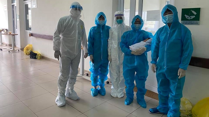 Sản phụ nhiễm COVID-19 đã xuất viện sau 10 ngày được chỉ định mổ cấp cứu bắt con