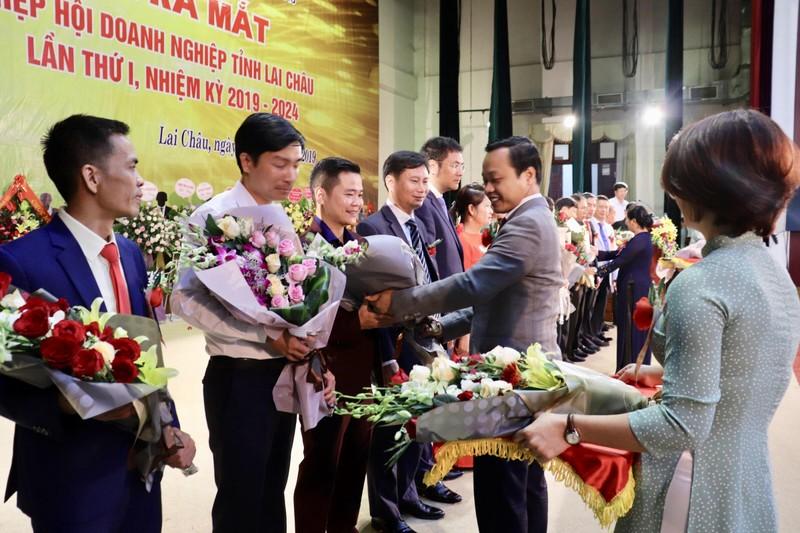 Lai Châu: Ra mắt và Hiệp hội doanh nghiệp tỉnh và Trung tâm phục vụ hành chính công