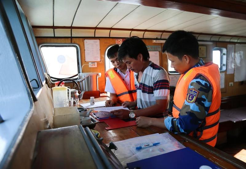 Bắt giữ tàu Phú Yên 2007 vận chuyển dầu trái phép
