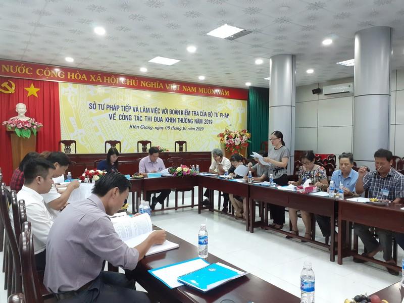 Đoàn kiểm tra công tác thi đua khen thưởng của Bộ Tư Pháp làm việc tại Kiên Giang