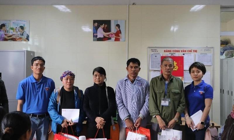 Đoàn Thanh niên Báo PLVN thăm hỏi, tặng quà Tết cho các bệnh nhân ung thư nhân dịp Tết Canh Tý 2020