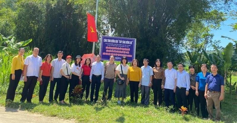 """Tuyên Quang khánh thành Công trình nông thôn mới """" Đường điện thắp sáng đường quê""""."""