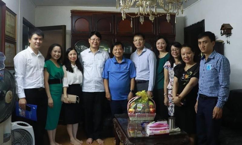 Thứ trưởng Nguyễn Thanh Tịnh thăm hỏi, tri ân nguyên lãnh đạo Bộ.