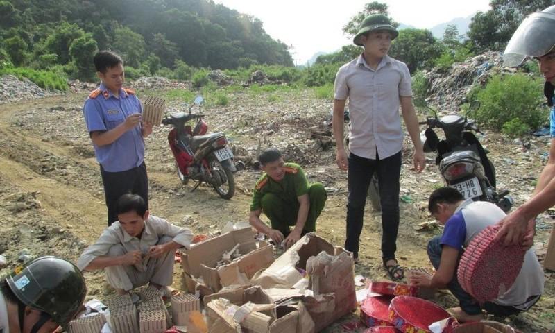 Chi cục THADS Bắc Mê, Hà Giang thực hiện tiêu huỷ vật chứng