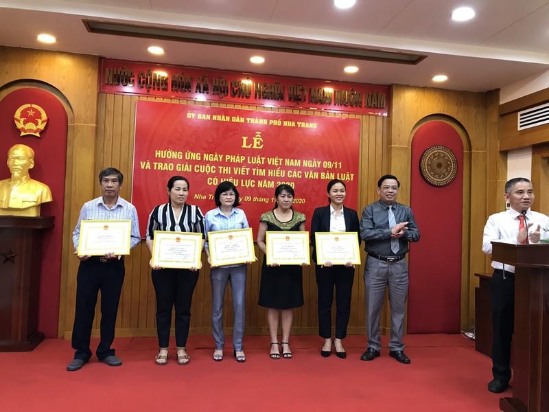 TP.Nha Trang: Hưởng ứng Ngày Pháp luật Việt Nam và trao giải cuộc thi tìm hiểu các văn bản Luật có hiệu lực năm 2020