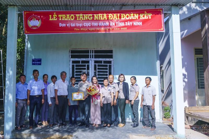 Tây Ninh: Cục Thi hành án dân sự tỉnh trao nhà Đại đoàn kết