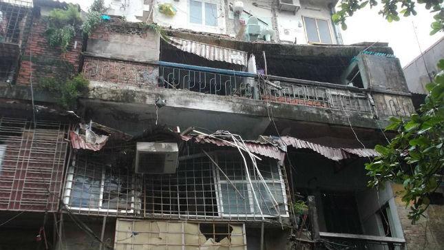 Hiện trạng khu nhà tập thể cũ bị sập ban công coi nới tầng 4