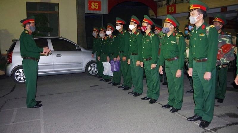 200 cán bộ, chiến sỹ Bộ CHQS TP Hải Phòng ra quân trong đêm 31/3 về các chốt kiểm dịch