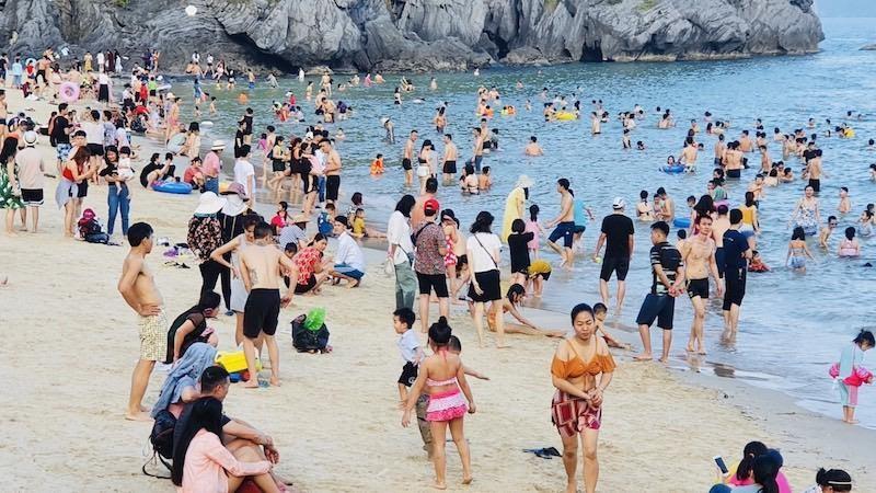 Hải Phòng đón gần 1 vạn khách du lịch trong ngày đầu kỳ nghỉ lễ