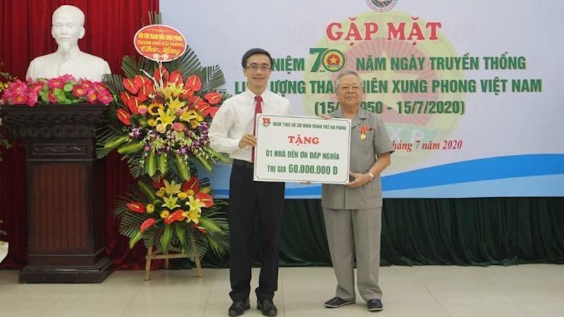 Bí thư Thành đoàn Hải Phòng Đào Phú Thùy Dương trao tặng 1 nhà đền ơn đáp nghĩa cho cựu Thanh niên xung phong có hoàn cảnh khó khăn