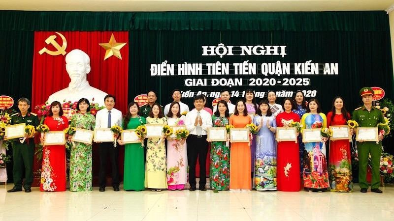 UBND quận Kiến An tặng giấy khen cho các tập thể có thành tích xuất sắc