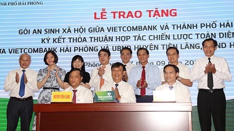 Vietcombank chi nhánh Hải Phòng ký kết thỏa thuận hợp tác chiến lược toàn diện trị giá 3 tỷ đồng với UBND huyện Vĩnh Bảo và UBND huyện Tiên Lãng