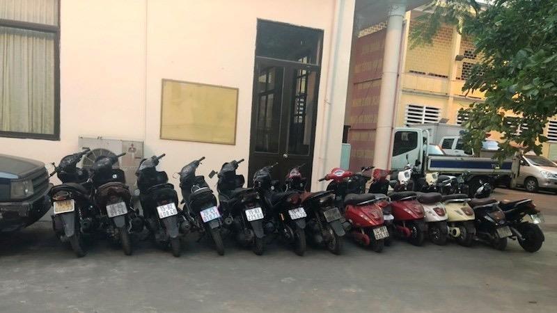 Cơ quan chức năng thu giữ ban đầu đầu 7 xe máy và 7 xe máy điện